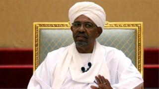 Omar al-Bashir wahoze ategeka Sudani yajyanywe muri gereza